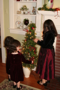 Tree_decorating
